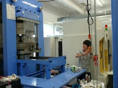 日本原子力研究所にて松田君が高圧実験(10月)