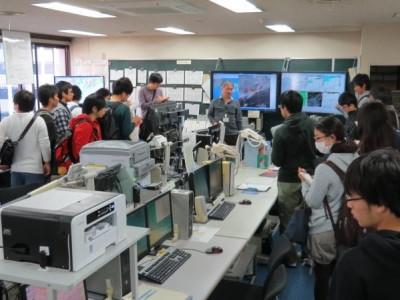 気象資料総合処理システムを見学(10月)